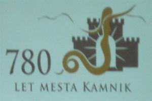 """Tudi z zadnje vrste se odlično vidi simbol gradu (Malega, Starega), """"razgibane"""" Veronike, kamniških planin za 780. letnico Kamnika"""